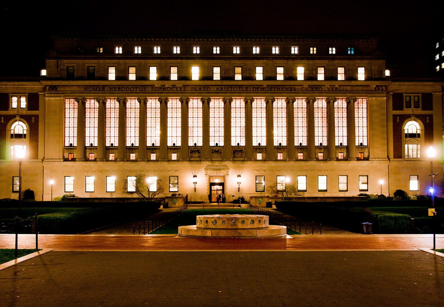 Top 100 Largest Libraries In The World - P95.Bizzell